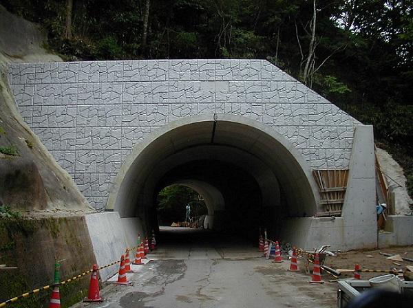 トンネルの延長工に使用されたアーチカルバート(テクスパン)
