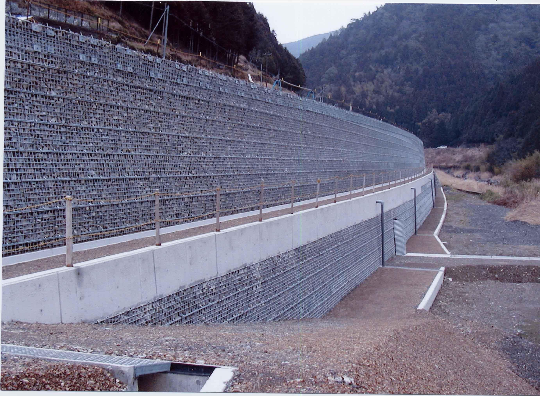 河川で使用されたテラトレール
