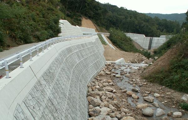 砂防堰堤管理用道路に用いられたNSSブロック