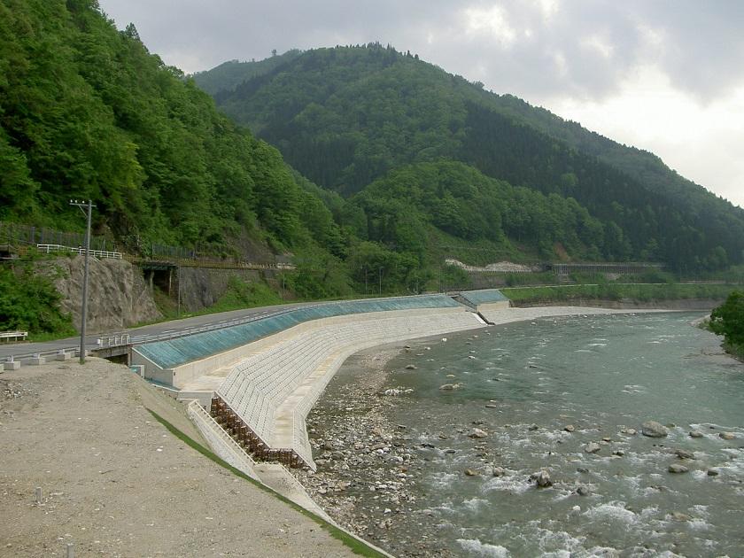 河川災害復旧工事で使用されたテールアルメ