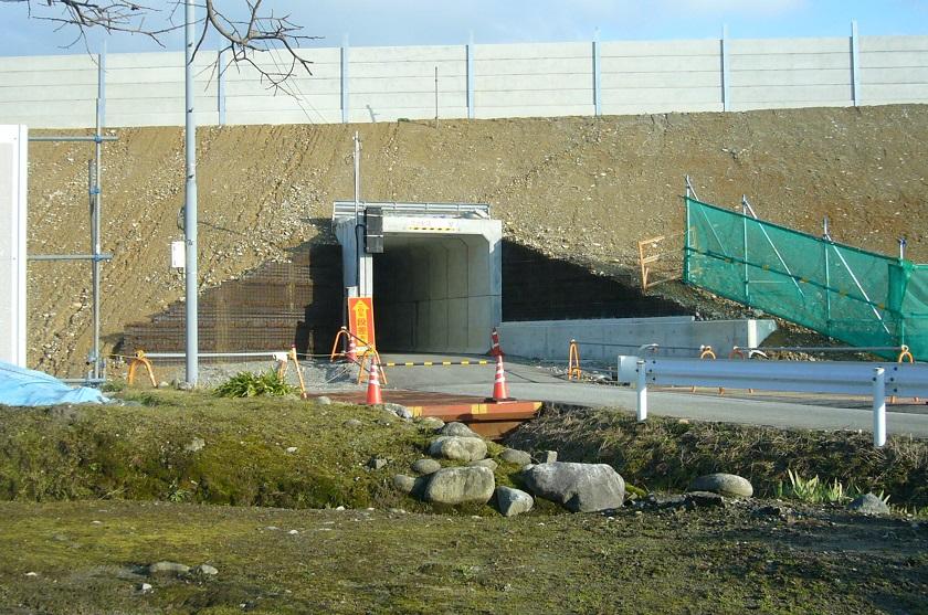 構造物の仮設土留に用いられた仮設テールアルメ